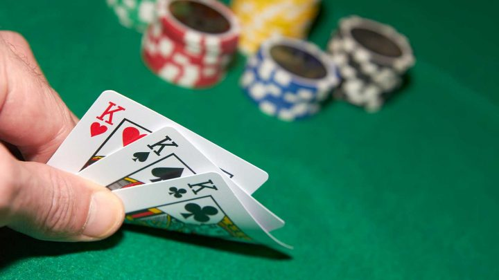 The Importance of Position and Time to Play Online Poker
