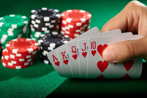 PLAY GAMBLING AT AN ONLINE CASINO EASILY