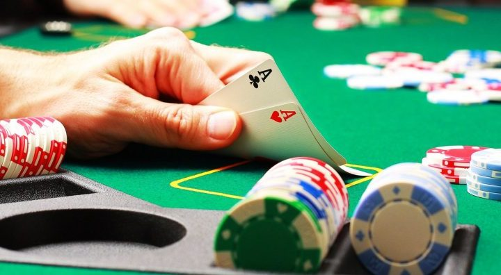 The Following Guide to Playing Online Card Gambling
